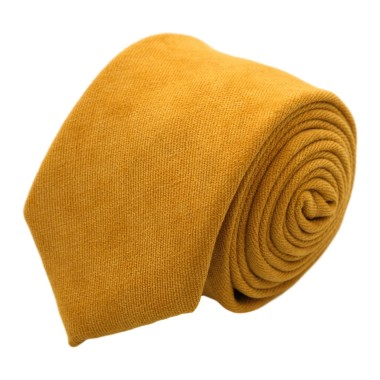Cravate en velours côtelé (fines côtes). Jaune Moutarde