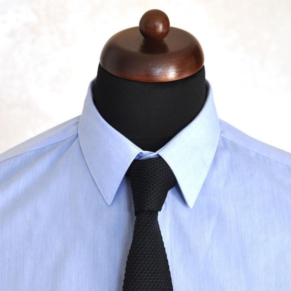 1a80dac92a8ea Cravate tricot pour homme. Noir uni. Slim et bout carré.