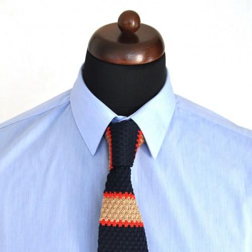 Cravate Tricot Noire et Beige à rayures rouges. Bout carré.