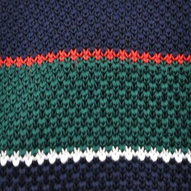 Cravate Tricot Verte à rayures blanches et rouges. Bout carré.