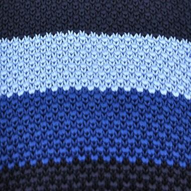 Cravate Tricot différentes teintes de Bleu. Bout carré.
