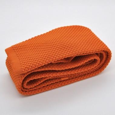 Cravate tricot pour homme. Orange uni. Slim et bout carré.