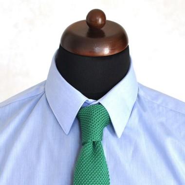 Cravate tricot pour homme. Vert uni. Slim et bout carré.