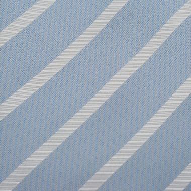 Cravate classique Bleu ciel à rayures.
