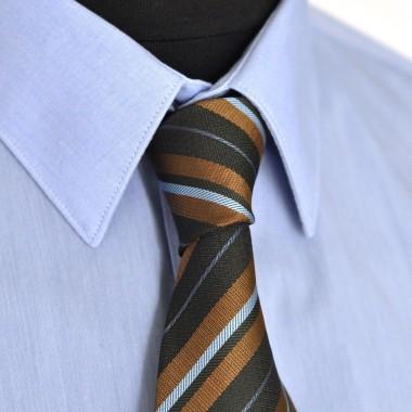Cravate classique Noir et marron à rayures.