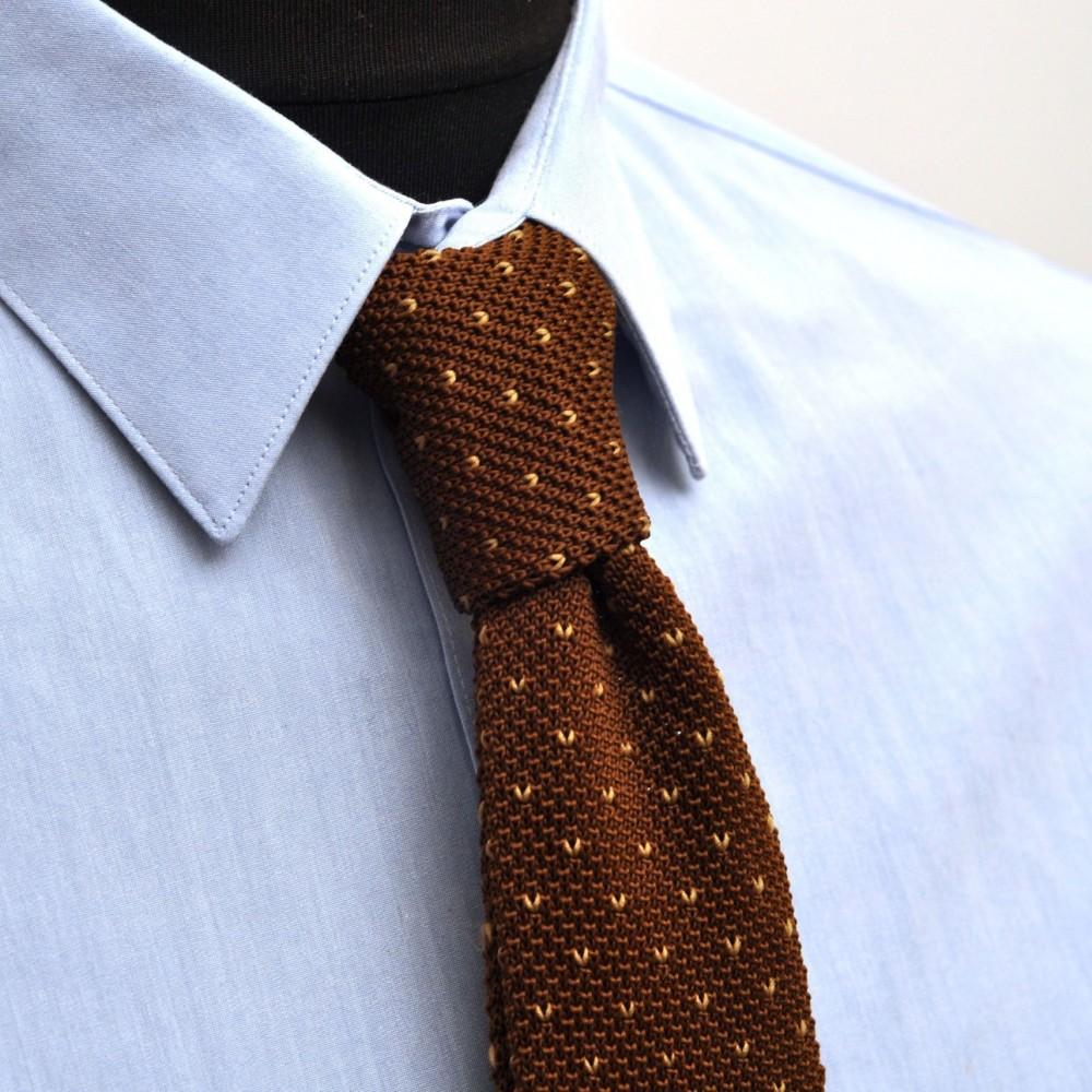 18329a8aad713 Cravate tricot homme à bout carré. Marron à pois blancs. Pas cher