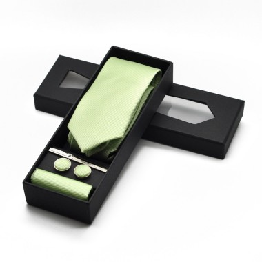 Coffret cravate, pochette, boutons de manchette et pince à cravate assortis. Vert
