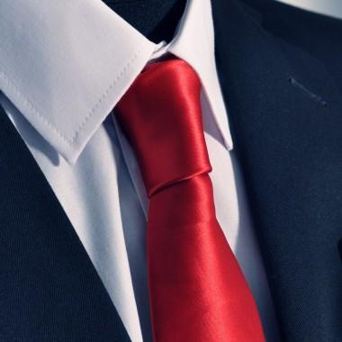 Cravate Attora. Rouge uni. 100% soie