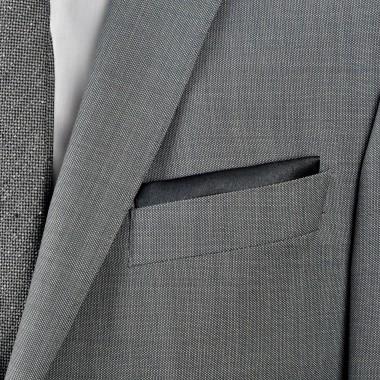 Pochette de costume. Noir uni, en soie.