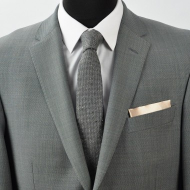 Pochette de costume. Beige Or uni, en soie.
