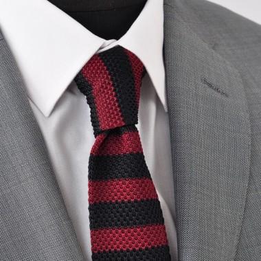 Cravate Tricot Noire et Bordeaux à rayures. Bout carré.