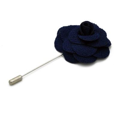 Broche Bleue Marine pour boutonnière de costume homme.