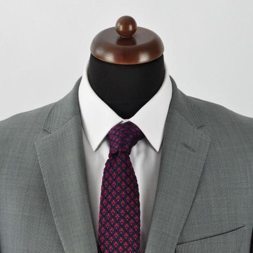 Cravate tricot pour homme. Bleu Marine à motifs bordeaux.