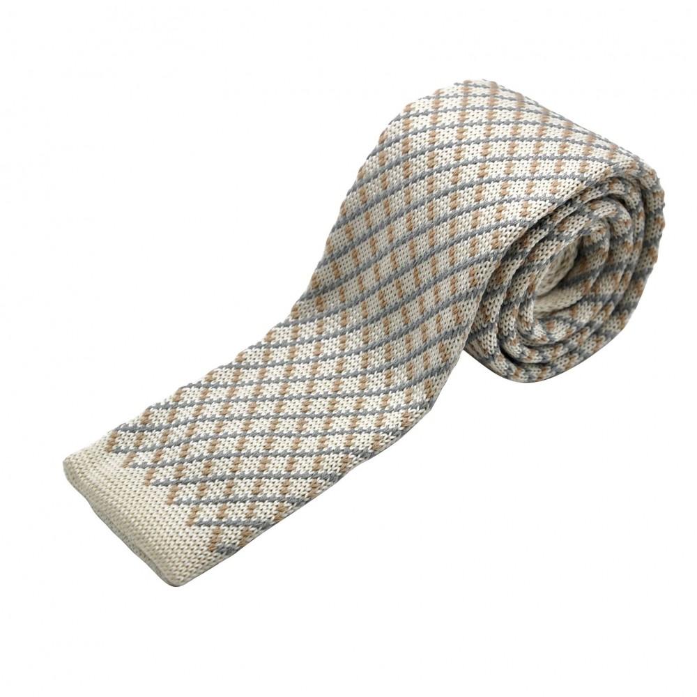 Cravate tricot à bout carré. Beige à motif jacquard.