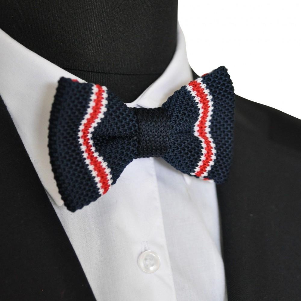 Noeud papillon en tricot. Noué. Bleu marine à rayures blanche et rouge
