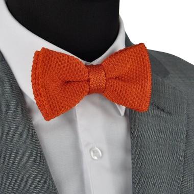 Noeud papillon en tricot. Noué. Orange uni