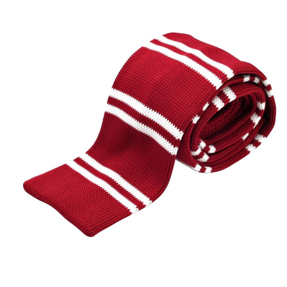 Cravate tricot à bout carré. Rouge à rayures blanches.