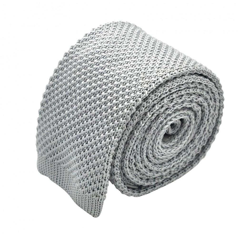 Cravate tricot pour homme. Gris Argent. Slim et bout carré.