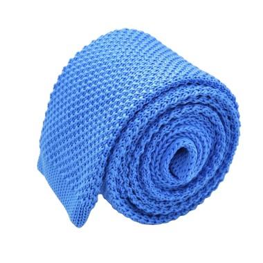 Cravate tricot pour homme. Bleu ciel uni. Slim et bout carré.