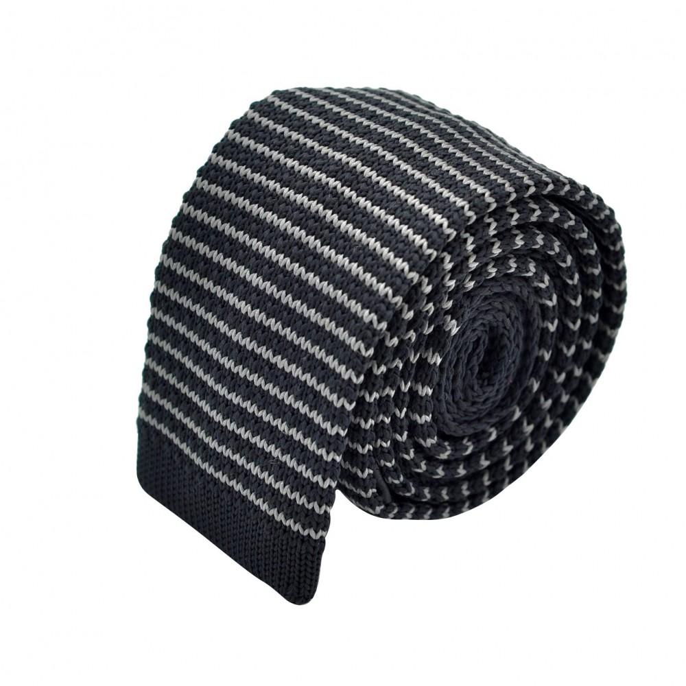 Cravate Tricot Noire à rayures grises. Bout carré.