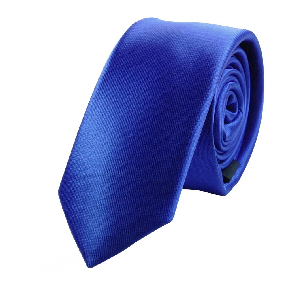 Cravate Attora. Bleu uni. Slim, étroite.
