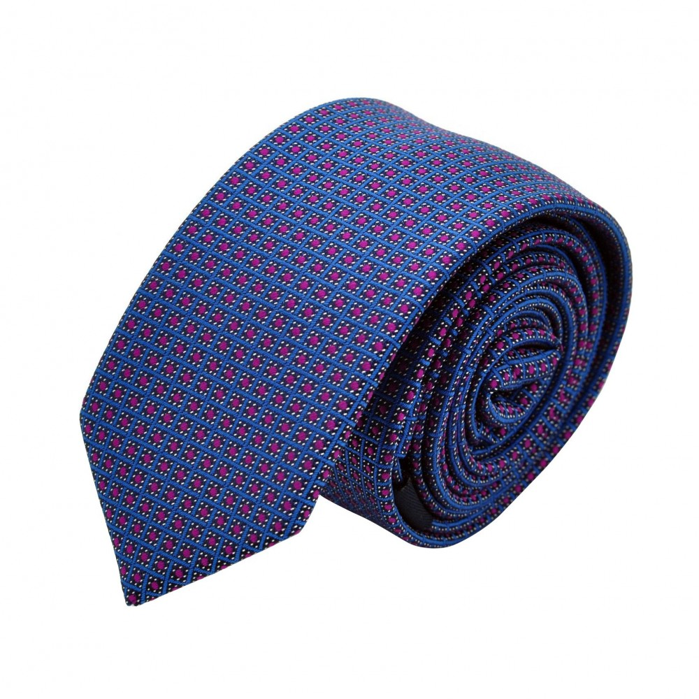 Cravate Attora. Bleu à petits motifs carrés. Slim, étroite.