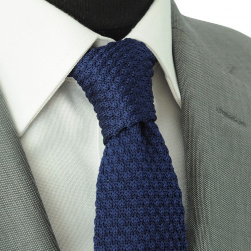 Cravate tricot pour homme. Bleu marine uni. Grosse maille.