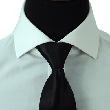 Cravate Enfant Noir uni. Pomme Carré