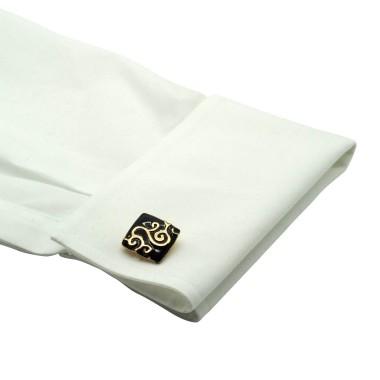 Boutons de manchette noirs à motif. Doré. Pour chemise mousquetaire homme.