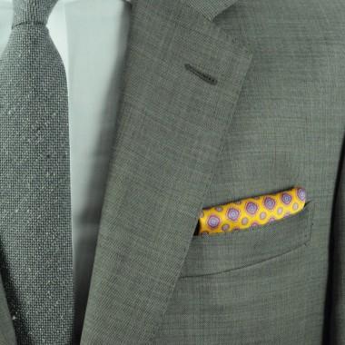 Pochette de costume homme. Jaune à grands motifs