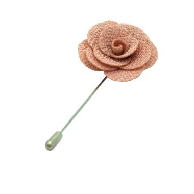 Broche Beige Rosé pour boutonnière de costume homme.
